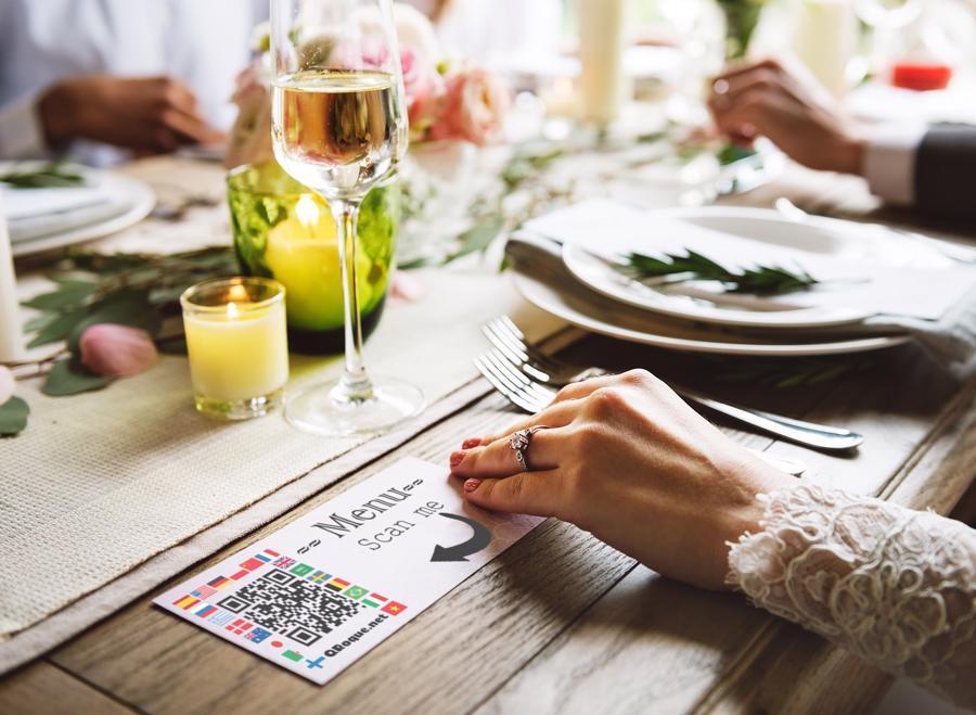 mã QR trở thành hình ảnh phổ biến tại nhiều quán bar và nhà hàng trên thế giới để thay thế các bảng thực đơn thông thường.