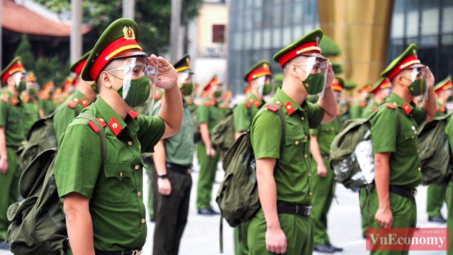 650 cán bộ, học viên Cảnh sát xuất quân chi viện cho miền Nam chống dịch - Ảnh 2