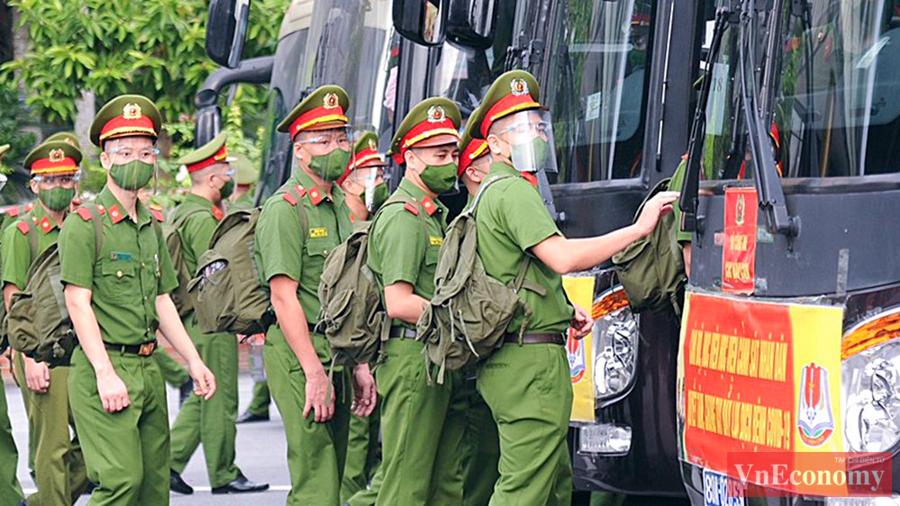 650 cán bộ, học viên Cảnh sát xuất quân chi viện cho miền Nam chống dịch - Ảnh 4