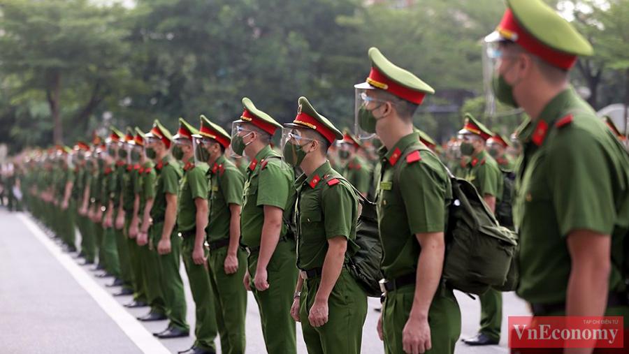 6h10 ngày 6/9, sân trường Học viện Cảnh sát nhân dân (Hà Nội) chật kín.