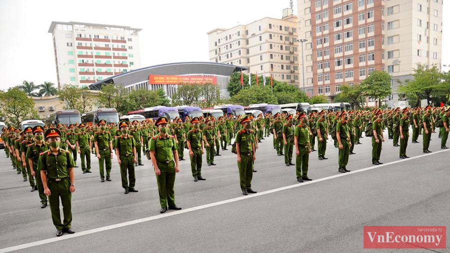650 cán bộ, học viên Cảnh sát xuất quân chi viện cho miền Nam chống dịch - Ảnh 1