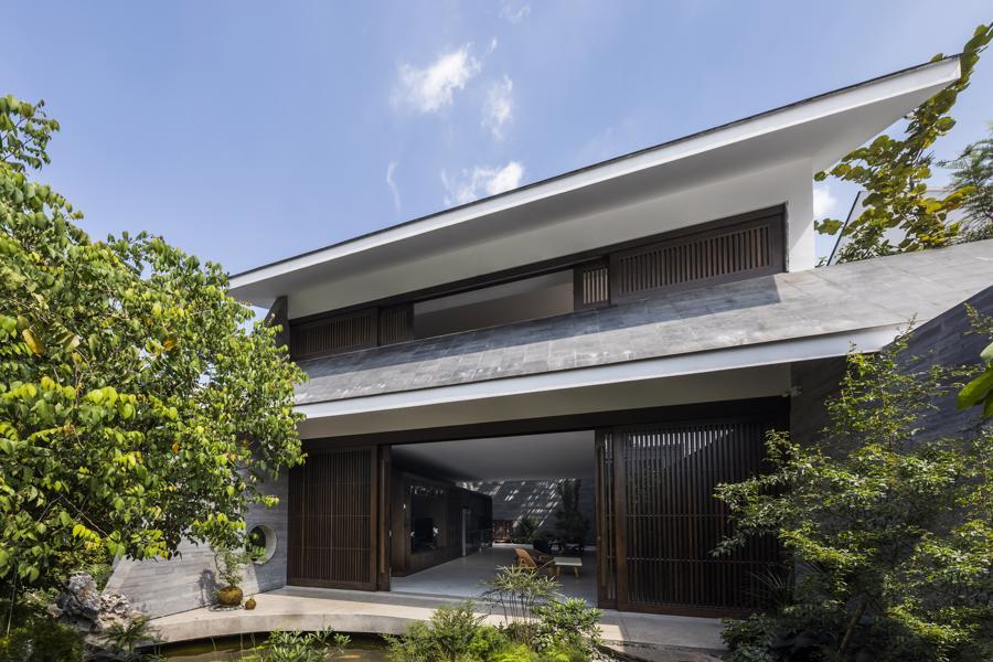 """Ngôi nhà với mái hiên đón nắng đậm chất """"thiền"""" giữa thành phố - Ảnh 3"""