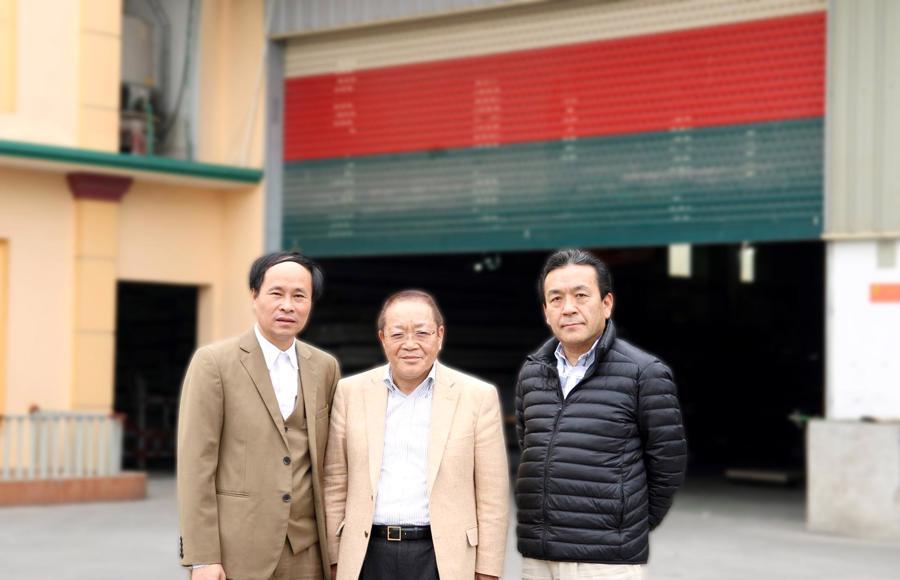 Ngài Sadanobu, nghị sỹ thành phố Kasumigaura Nhật Bản tham quan Nhà máy Tân Trường Sơn và ký kết hợp đồng đối tác chiến lược.