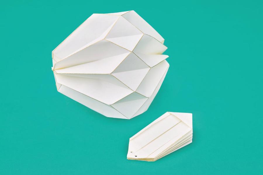 Xuất hiện chiếc khẩu trang xa xỉ từ nghệ thuật gấp giấy origami - Ảnh 1