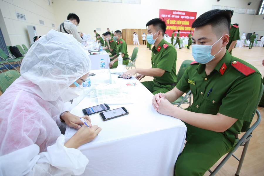 Gần 1.000 cán bộ, chiến sĩ Công an Nhân dân hỗ trợ các tỉnh phía Nam chống dịch - Ảnh 1
