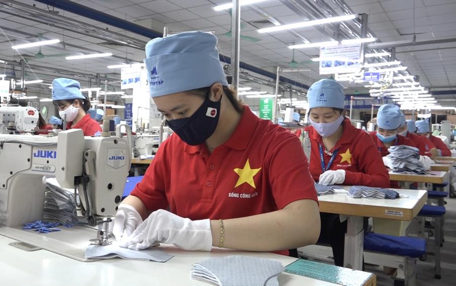 Các doanh nghiệp cho rằng cần đẩy nhanh việc tiêm vaccine cho người lao động, đặc biệt là những ngành sử dụng nhiều công nhân như dệt may, da giày, thủy sản...