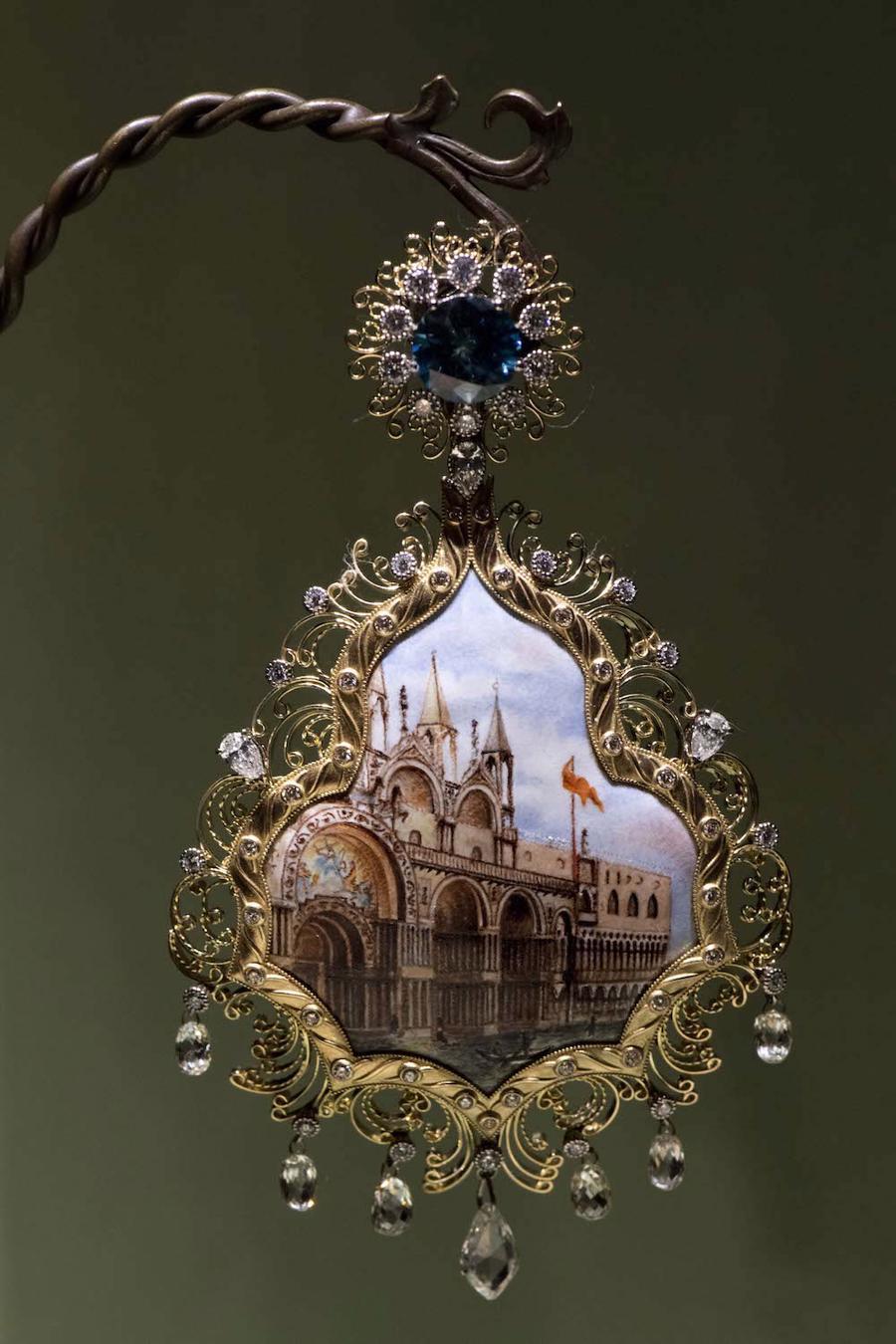Thế giới chứng kiến những gì sau bữa tiệc xa hoa của Dolce & Gabbana? - Ảnh 2