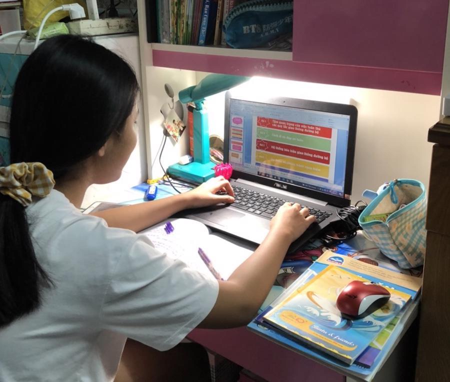 Có nhiều học sinh phải học liên tục cả 2 buôi trong ngày, tối lại làm bài tập.