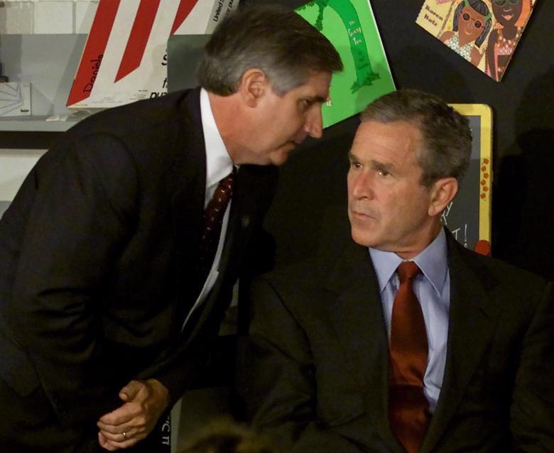 Tổng thống Bush được thông báo về vụ đâm máy bay thứ hai vào WTC khi đang chuẩn bị đọc thơ trước các học sinh một trường cấp hai ở bang Florida - Ảnh: Reuters