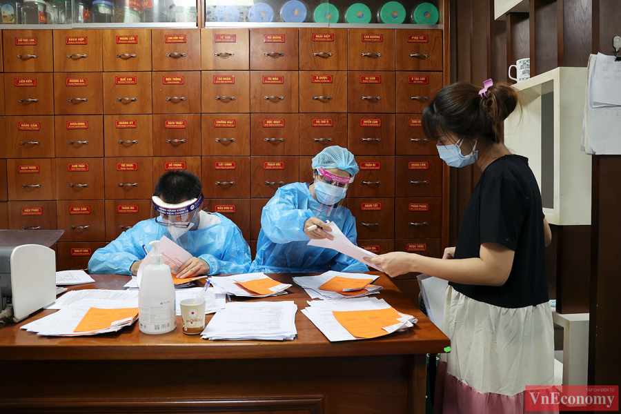 Hàng trăm thai phụ Hà Nội đã được tiêm vaccine Pfizer sáng nay - Ảnh 5
