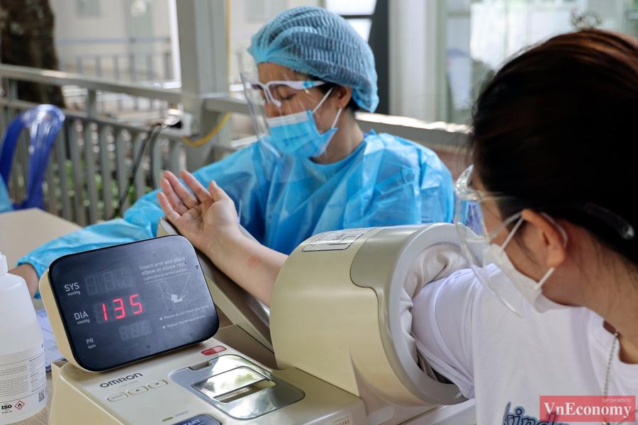 Hàng trăm thai phụ Hà Nội đã được tiêm vaccine Pfizer sáng nay - Ảnh 4