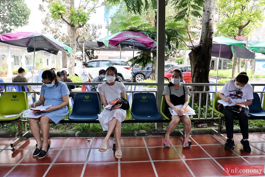 Dự kiến khoảng 1.020 bà bầu đang sinh sống tại khu vực quận Hoàng Mai được tiêm vaccine Pfizer tại bệnh viện Thanh Nhàn trong hai ngày cuối tuần 11 - 12/9.