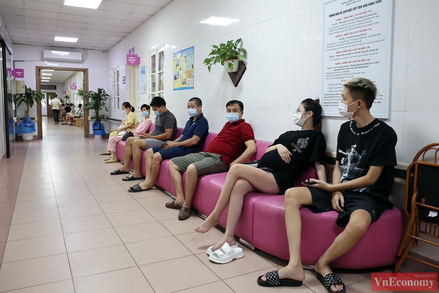 Hàng trăm thai phụ Hà Nội đã được tiêm vaccine Pfizer sáng nay - Ảnh 3