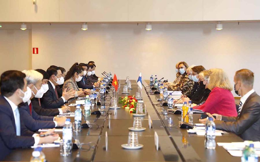 Quang cảnh tọa đàm giữaChủ tịch Quốc hội Vương Đình Huệ hội đàm với Chủ tịch Quốc hội Phần Lan Anu Vehvilainen.