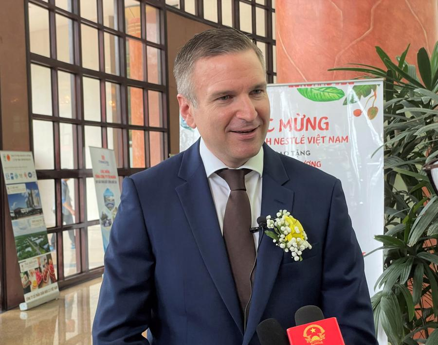 Ông Urs Kloeti, Giám đốc nhà máy Nestlé Bông Sen