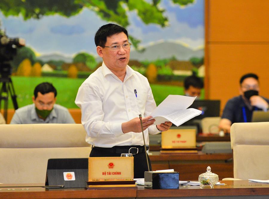 Bộ trưởng Bộ Tài chính Hồ Đức Phớc trình bàyTờ trình dự án Luật Kinh doanh bảo hiểm (sửa đổi) - Ảnh: Quochoi.vn