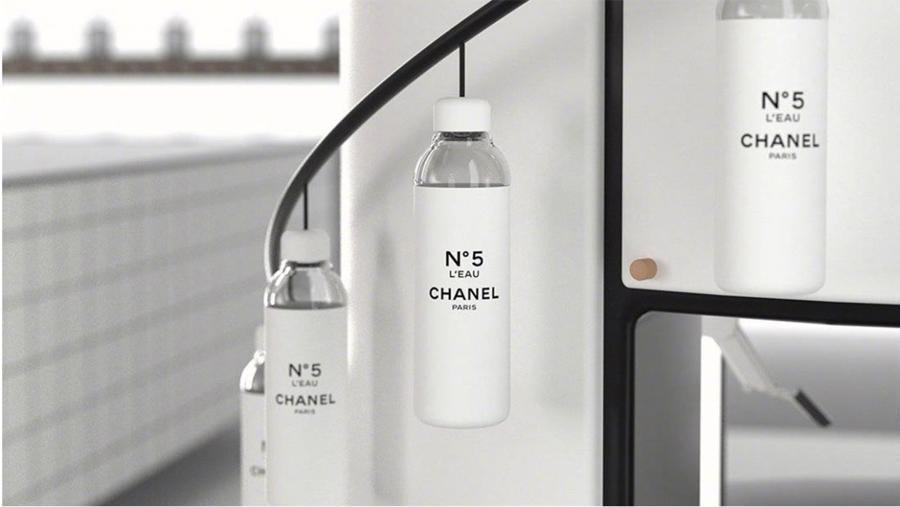 Chai nước uống có giá 75 USD của Chanelbán hết ngay khi ra mắt.