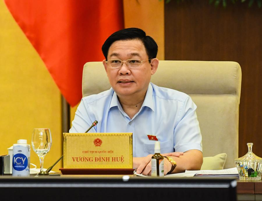 Chủ tịch Quốc hội Vương Đình Huệ phát biểu chỉ đạo tại phiên thảo luận - Ảnh: Quochoi.vn