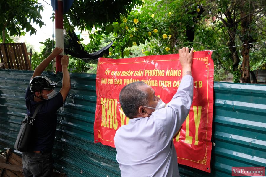 Hà Nội phong tỏa và lấy mẫu xét nghiệm cho 1.300 nhân khẩu phường Thổ Quan - Ảnh 1