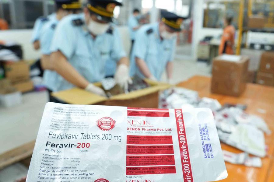 Trên vận đơn ghi là thực phẩm nhưng kiểm tra thực tế lại là dược phẩm điều trị Covid - 19