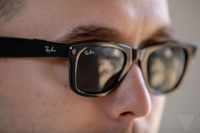 Mẫu kính mới của Facebook có thiết kế thời trang và tính năng chụp ảnh, quay phim mọi lúc