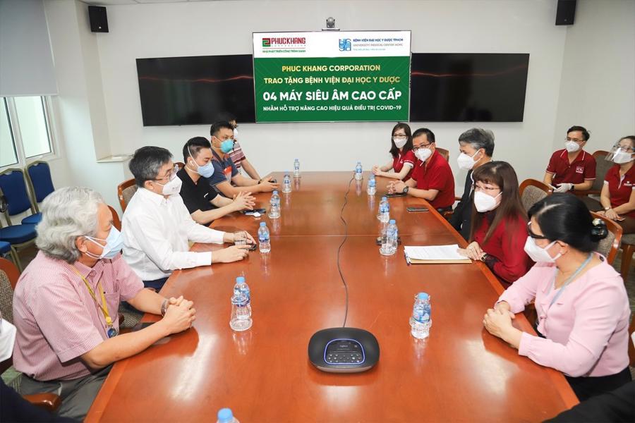 Phuc Khang Corp. donates ultrasound machines to University Medical Center in HCMC - Ảnh 1