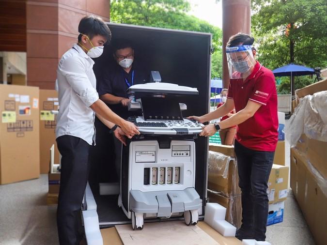 Phuc Khang Corp. donates ultrasound machines to University Medical Center in HCMC - Ảnh 3