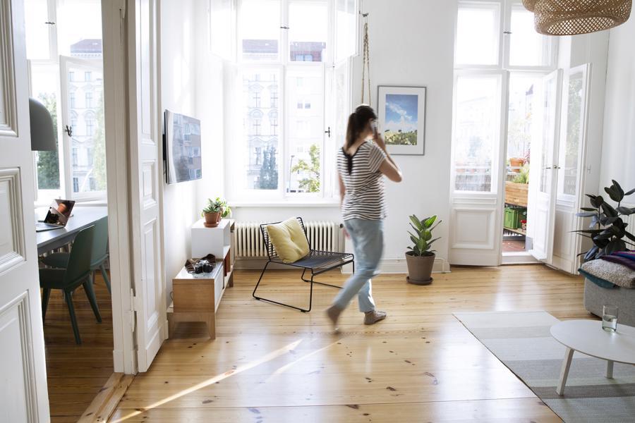 Những di chuyển đơn giản như dọn dẹp phòng ốc, chăm sóc nhà cửa, hay lên xuống cầu thang cũng khiến ta đốt kha khá calo.