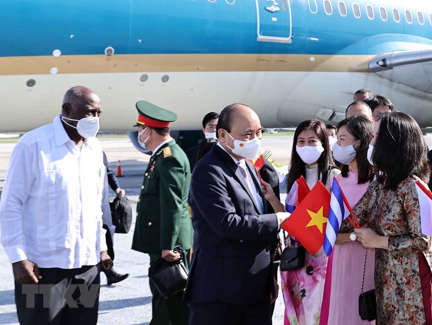 Chủ tịch nước Nguyễn Xuân Phúc tại sân bay - Ảnh: TTXVN