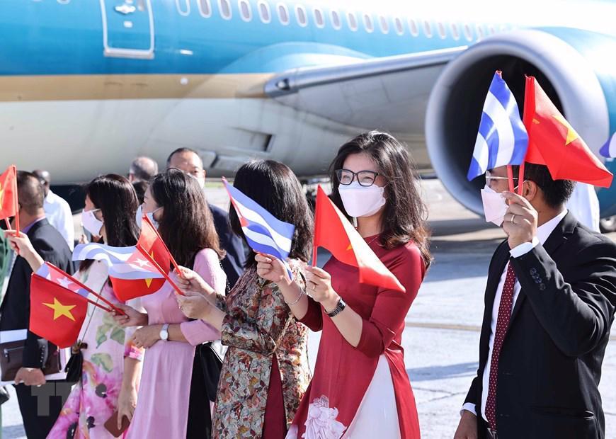 """Ngay sau chuyến thăm Cuba, Chủ tịch nước cùng đoàn đại biểu cấp cao Việt Nam sẽ tham dự Phiên thảo luận chung cấp cao Đại hội đồng Liên hợp quốc Khóa 76 và thực hiện một số hoạt động song phương tại Mỹ từ ngày 21-24/9. Theo Thứ trưởng Bộ Ngoại giao Đặng Hoàng Giang, chuyến công tác lần này của Chủ tịch nước Nguyễn Xuân Phúc có mục tiêu bao trùm, đó là triển khai ở cấp cao đường lối đối ngoại """"độc lập, tự chủ, hòa bình, hữu nghị, hợp tác và phát triển, đa dạng hóa, đa phương hóa quan hệ đối ngoại"""" được thông qua tại Đại hội Đảng XIII. Đây còn là chuyến thăm đa mục tiêu, với nhiều ý nghĩa hết sức quan trọng. Ảnh: TTXVN"""