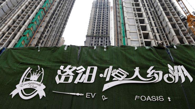 Một dự án bất động sản còn chưa hoàn thiện của Evergrande ở Lạc Dương, Trung Quốc, tháng 9/2021 - Ảnh: Reuters.