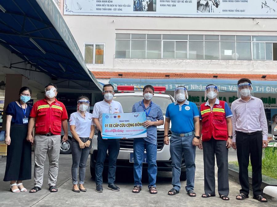 TCPVN trao tặng xe cấp cứu cho bệnh viện quận 11, Tp.HCM.