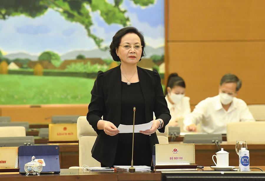 Bộ trưởng Nội vụ Phạm Thị Thanh Trà trình bày tờ trình - Ảnh: Quochoi.vn