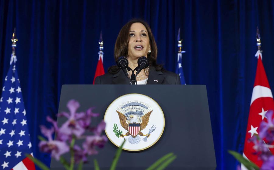 Phó Tổng thống Mỹ Kamala Harris phát biểu tại Singapore ngày 24/8 trước khi khởi hành sang Việt Nam - điểm đến thứ hai trong chuyến công du châu Á hồi tháng cuối tháng 8 - Ảnh: AP