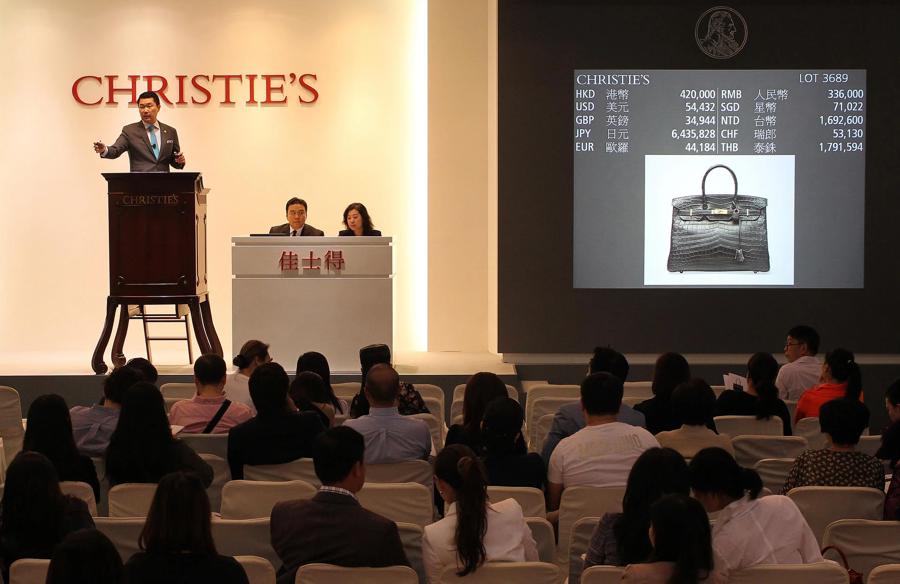Giới sưu tầm thường sẵn sàng trả gấp 2 đến 3 lần giá bán lẻ của một chiếc túi tại các sàn đấu giá.