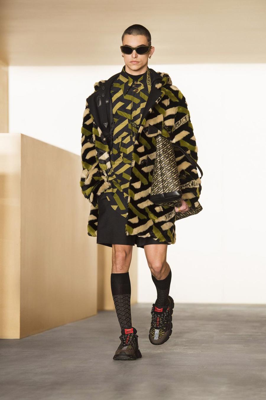 BST thu đông của Versace thanh lịch với hoạ tiết monogram La Greca - Ảnh 5