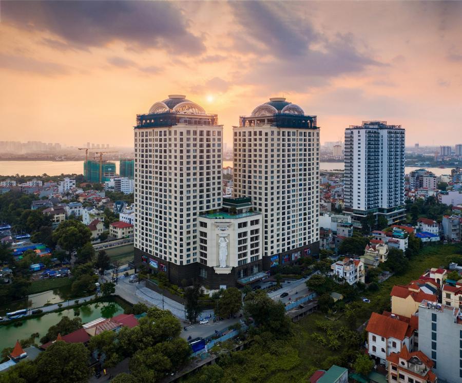 D'. Le Roi Soleil - dự án có ví trị đắc địa được bao quanh bởi hồ Tây - hồ nước ngọt lớn nhất Việt Nam.