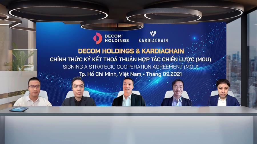 Lãnh đạo Decom Holdings và KardiaChain tham gia ký kết thỏa thuận hợp tác.