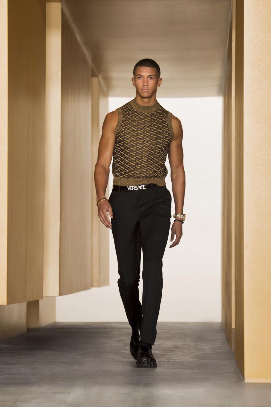 BST thu đông của Versace thanh lịch với hoạ tiết monogram La Greca - Ảnh 11