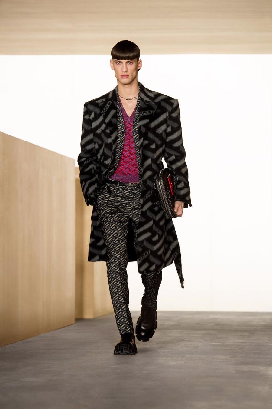 BST thu đông của Versace thanh lịch với hoạ tiết monogram La Greca - Ảnh 4