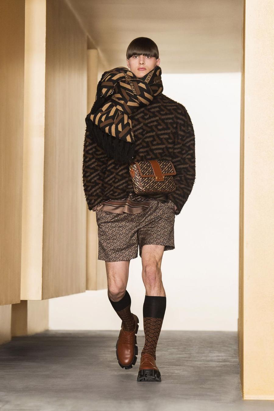 BST thu đông của Versace thanh lịch với hoạ tiết monogram La Greca - Ảnh 6