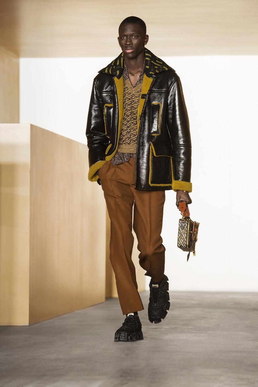 BST thu đông của Versace thanh lịch với hoạ tiết monogram La Greca - Ảnh 16