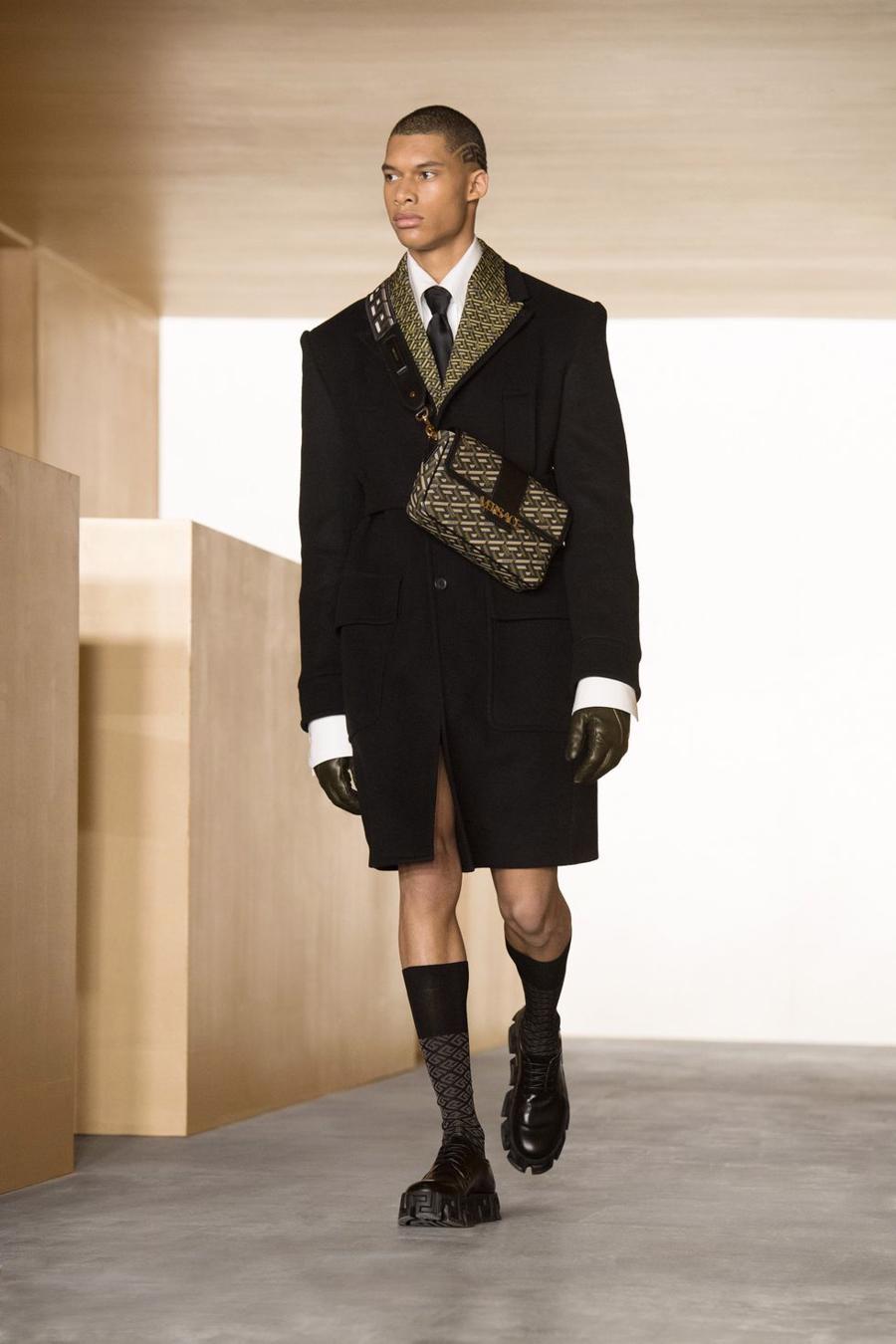 BST thu đông của Versace thanh lịch với hoạ tiết monogram La Greca - Ảnh 7