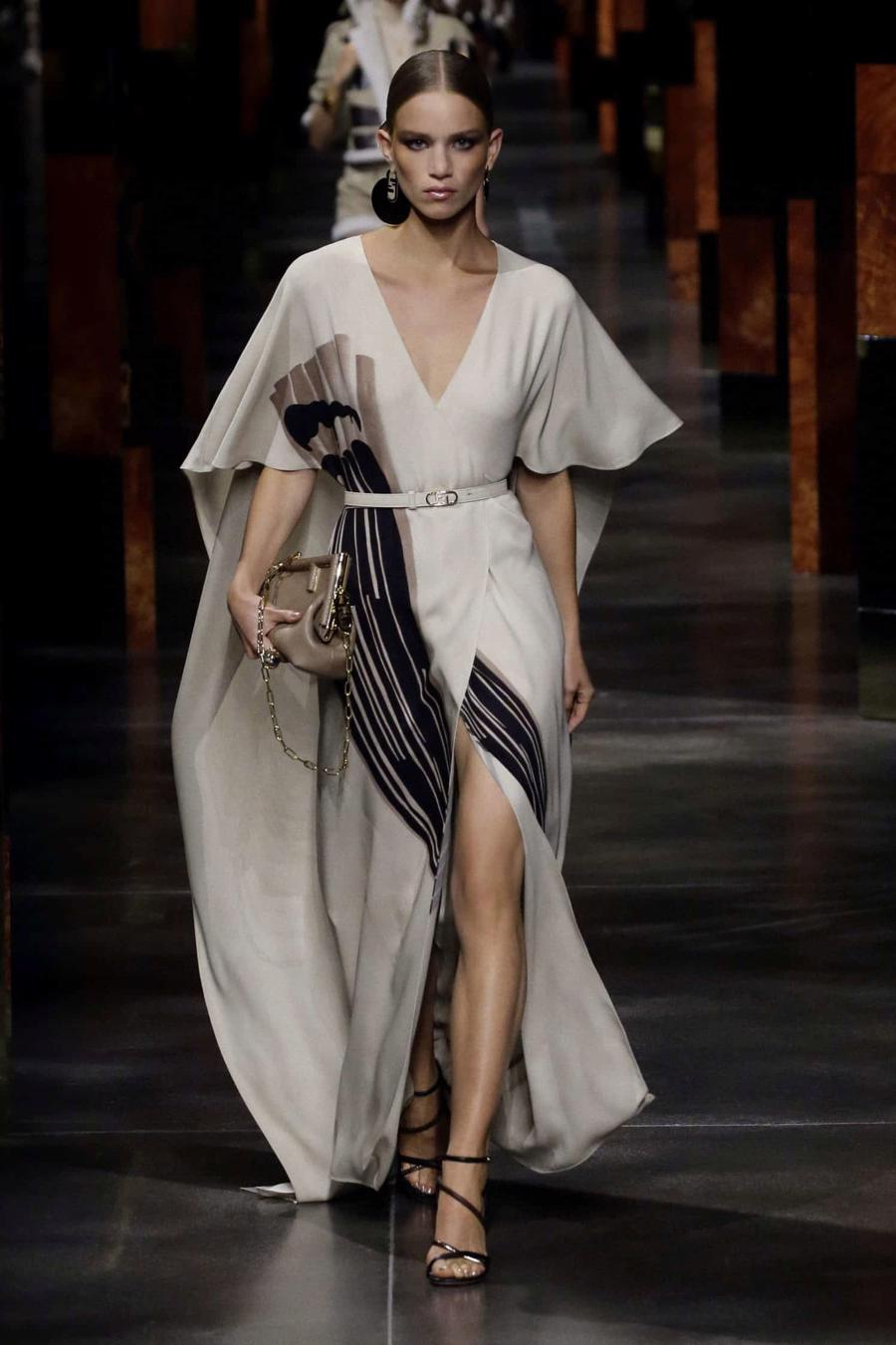 BST Xuân Hè 2022 của Fendi: Một ngày của người phụ nữ hậu đại dịch - Ảnh 11
