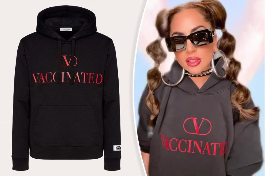Nữa ca sỹ Lady Gaga là người đầu tiên sở hữu chiếc áo đặc biệt này của Valentino, nhưng cô ấy chắc chắn không phải người cuối cùng.