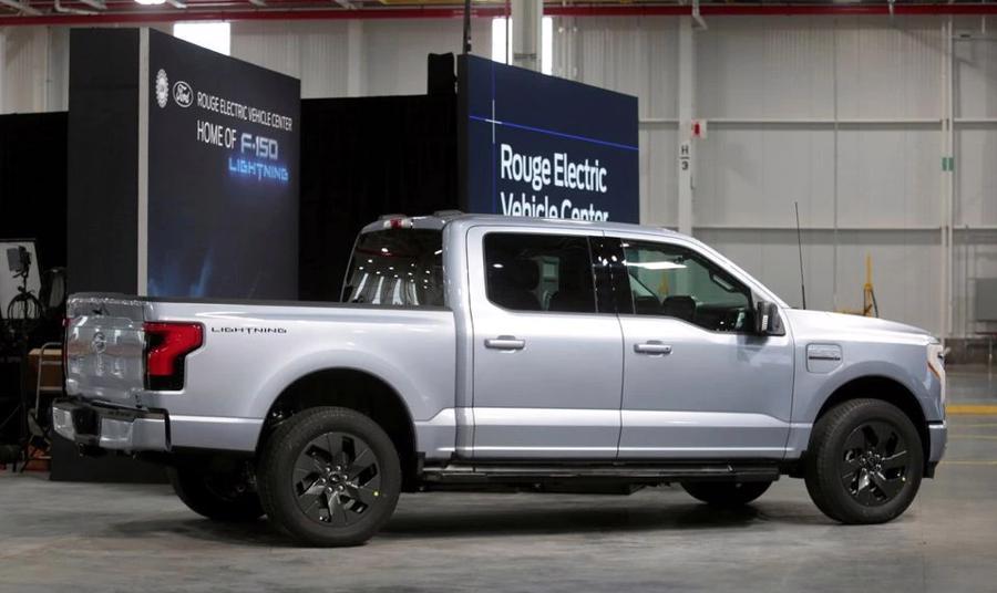 Bán tải F-150 Lightning hoàn toàn bằng điện của Ford. Ảnh: REUTERS /Rebecca Cook.