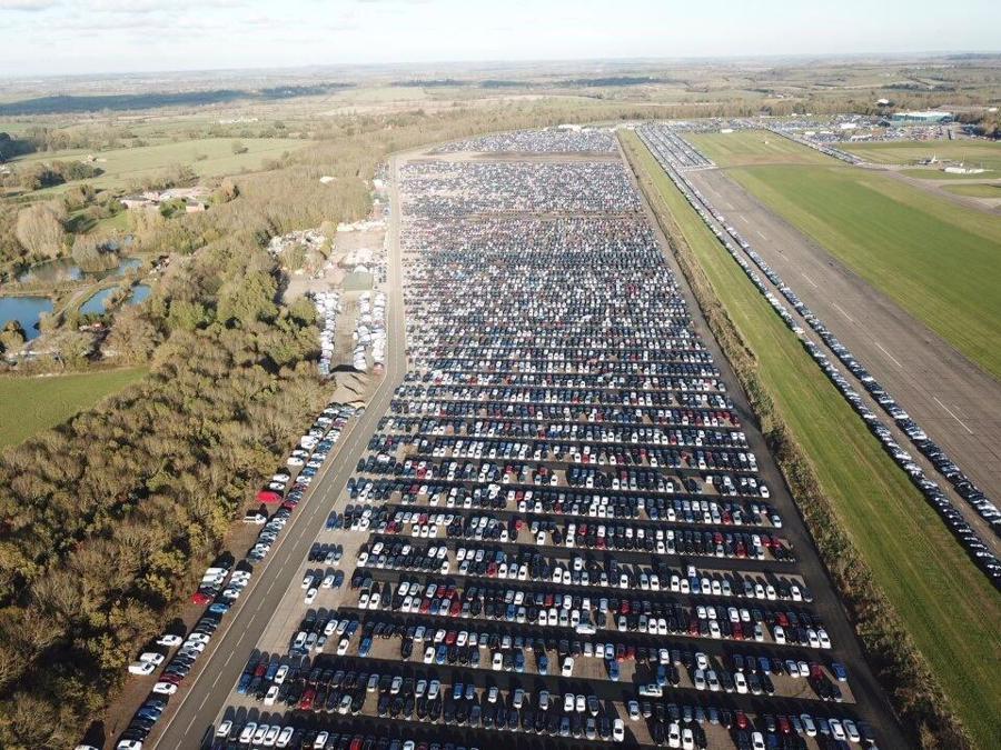 Một trong những khu lưu trữ xe khổng lổ của Cox Automotive.
