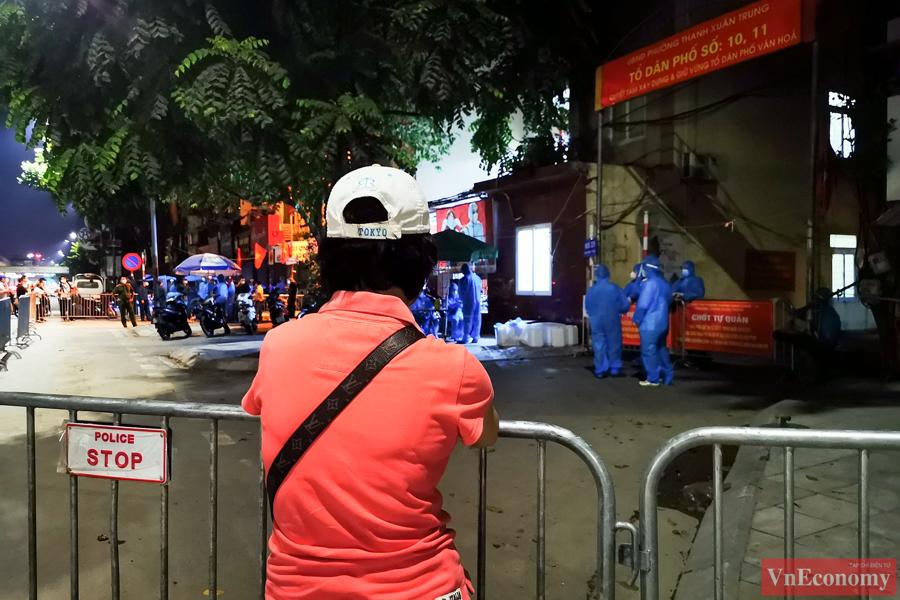 Dỡ bỏ phong tỏa hai ngõ Thanh Xuân Trung sau hơn một tháng cách ly y tế - Ảnh 1