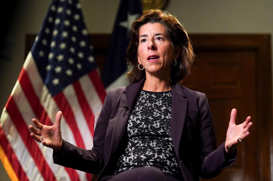 Bộ trưởng Thương mại Mỹ Gina Raimondo - Ảnh: Reuters