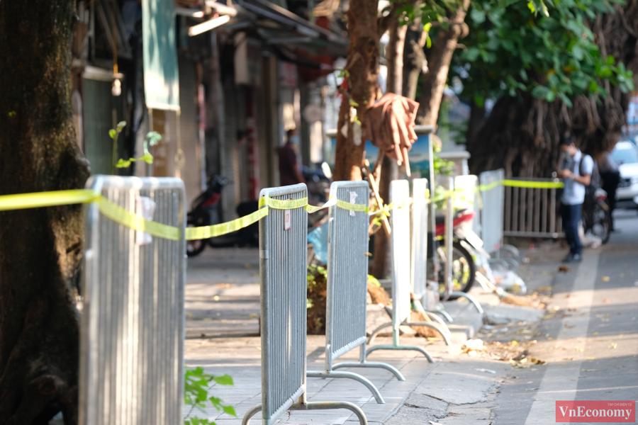 Hà Nội phong tỏa và xét nghiệm 1.400 người tại tòa nhà D Bệnh viện Việt Đức - Ảnh 2
